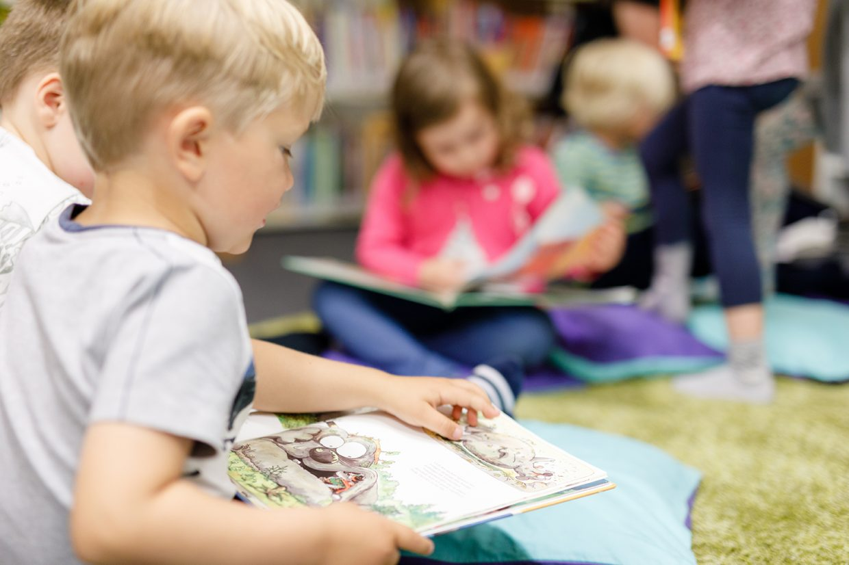 Children reading books in the Nordic Culture Point's library.